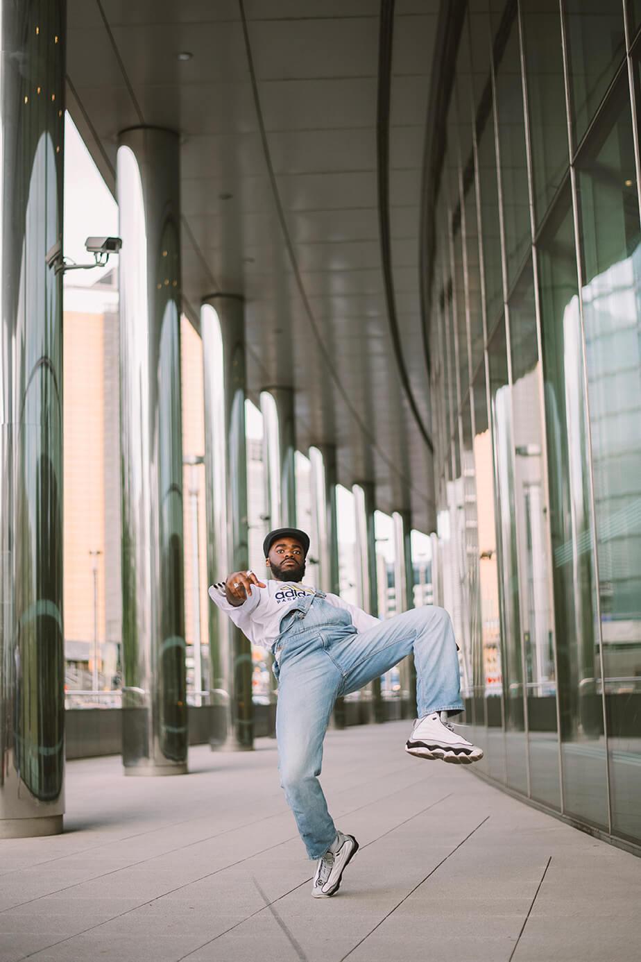 Photographie de danse d'Israel Ngashi par Laura Van Puymbroeck