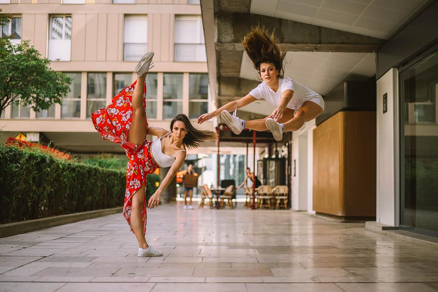 Photographie de danse de Manon et Emmanuelle par Laura Van Puymbroeck