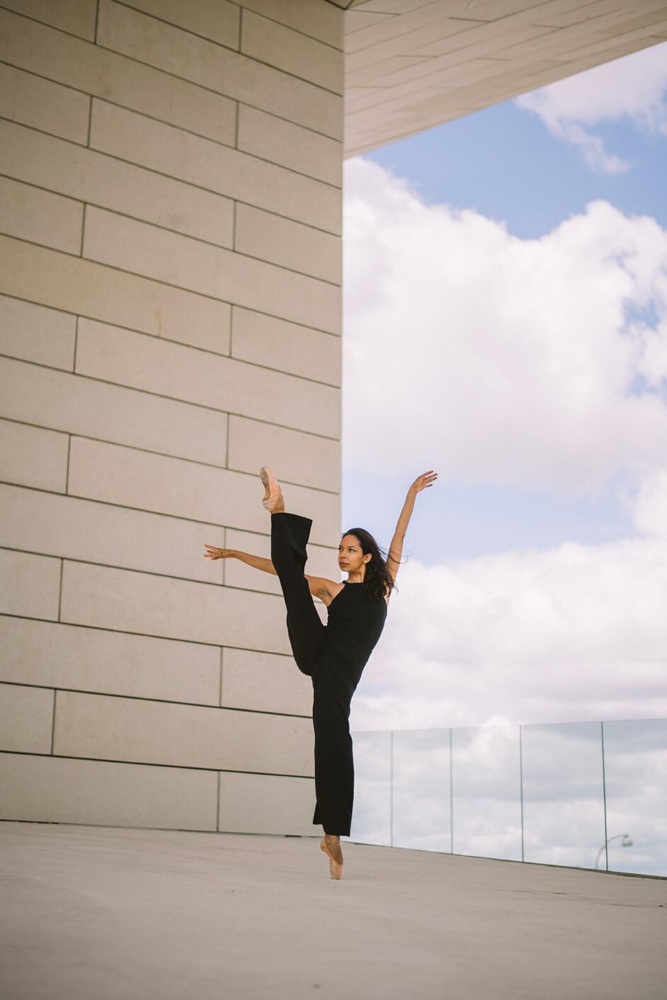 Photographie de danse de Monica Raminez par Laura Van Puymbroeck