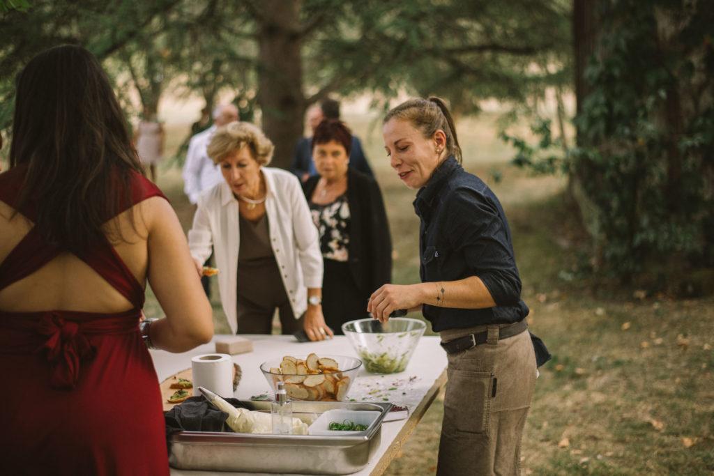 Les invités semblent apprécier la proposition vegan.