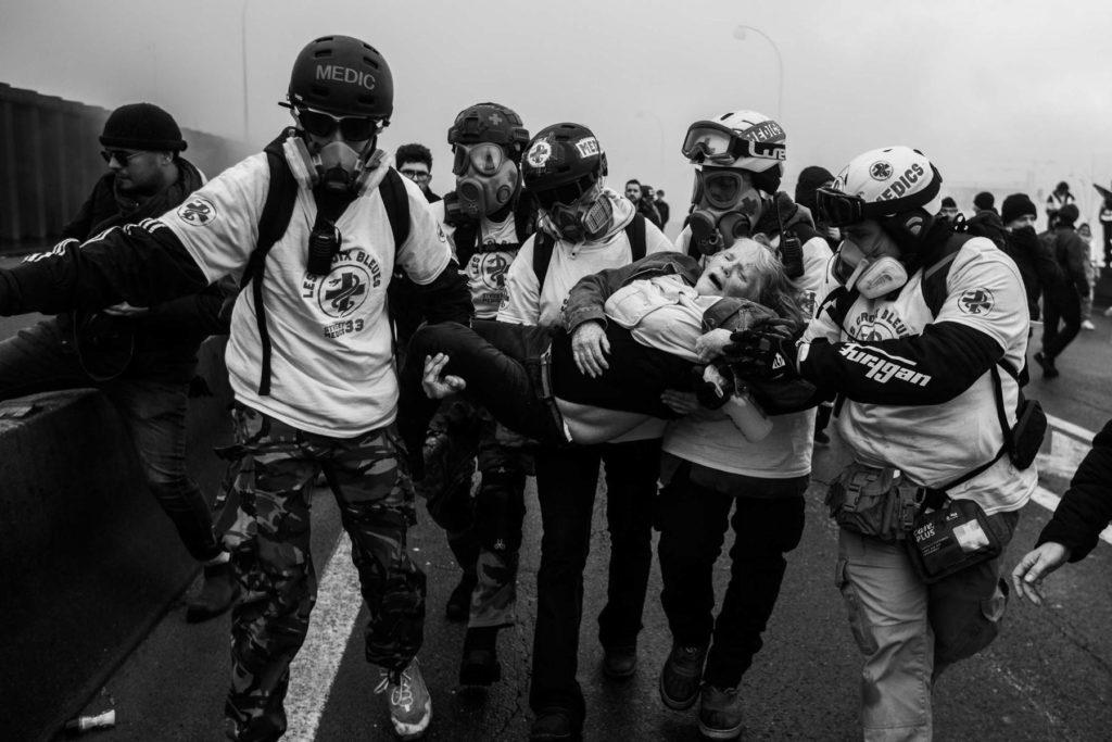 Au cœur des équipes du street medic, des volontaires au secours des manifestants