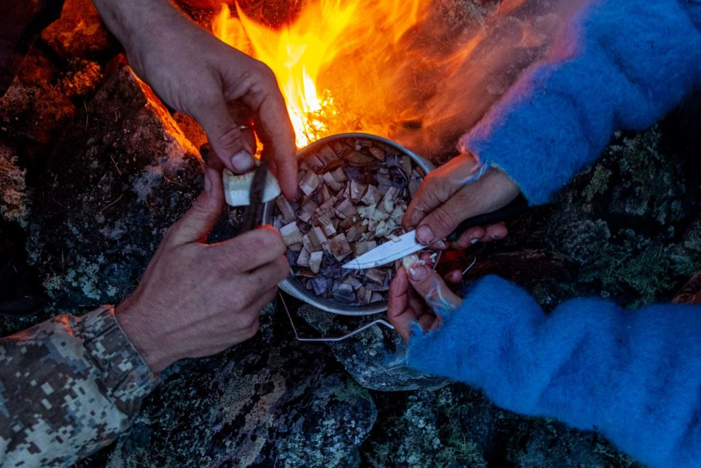 L'équipe est partie avec 2kg de riz seulement pour 120km en autonomie dans les montagnes de l'Oural
